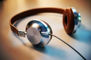 9 Durable Marketing Podcast Subscriptions that Stand Up to Time